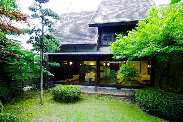 武田家ゆかりの旧家「萩原邸」を移築した田舎家