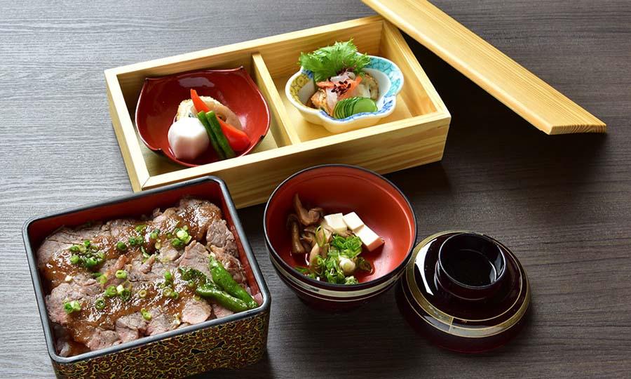 ステーキ重 2,400円(税別)
